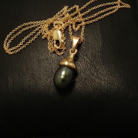 black-7mm-pearl-9ctgold-gumnet-pendant-02493.jpg