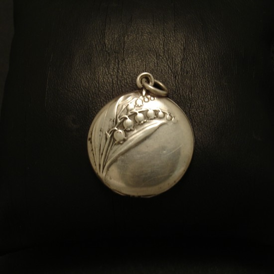 cute-floral-embossed-antique-french-silver-locket-02713.jpg