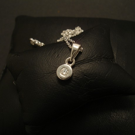 cute-introduction-fine-diamond-pendant-jewellery-02568.jpg