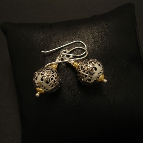 handworked-pierced-silver-bead-earrings-02790.jpg
