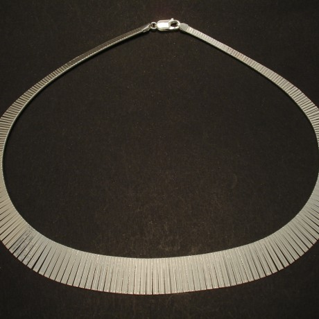 perfect-hang-articulated-silver-torque-02748.jpg