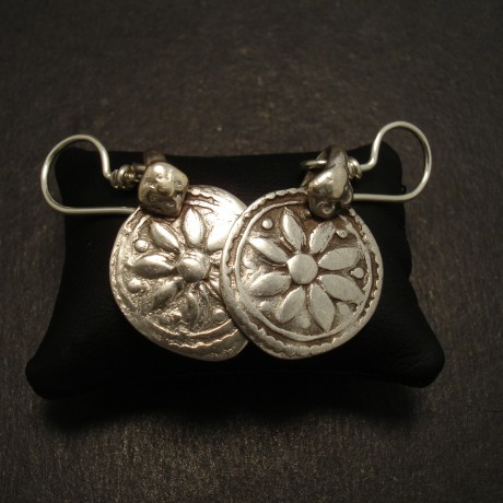 8-petal-motif-afghani-tribal-silver-earrings-09967