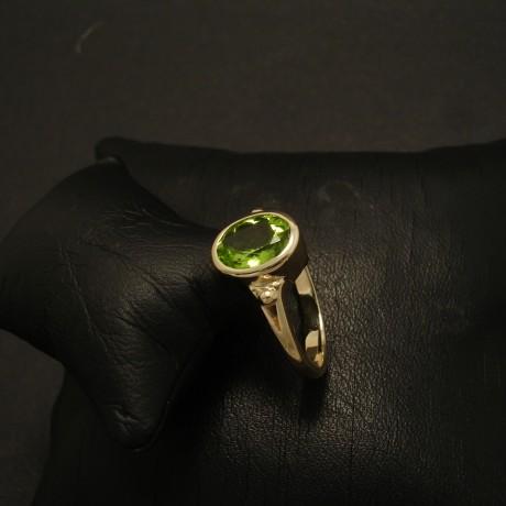 9x7mm-peridot-elegant-9ctgold-ring-02813.jpg