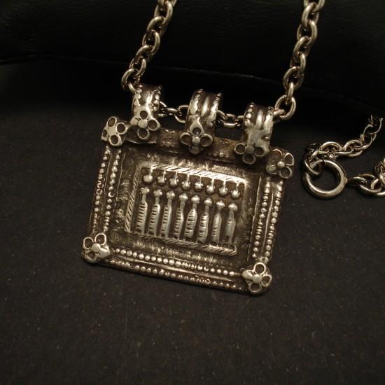 old-eight-ladies-tribal-silver-pendant-01509.jpg