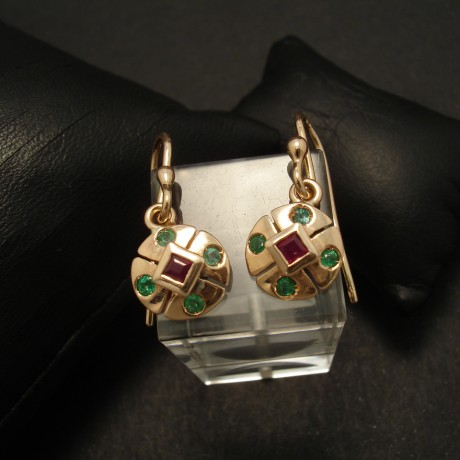 compact-9ctgold-earrings-ruby-emeralds-02902.jpg