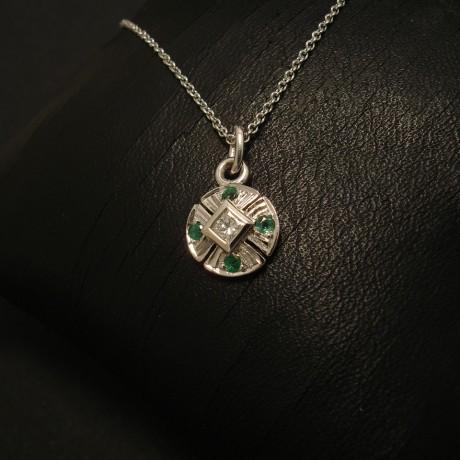 neat-diamond-emerald-9ctwhite-gold-pendant-02558.jpg