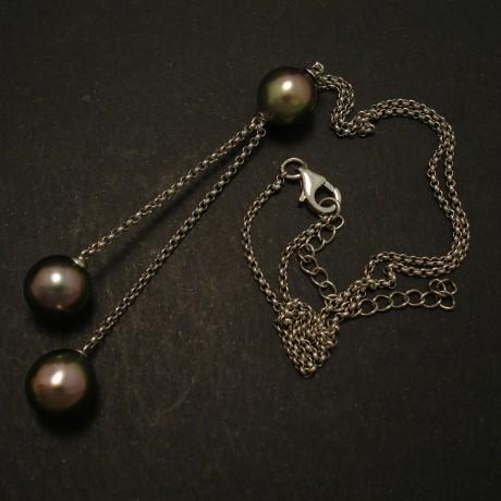 three-tahitian-black-pearls-silver-chain-necklace-03006.jpg