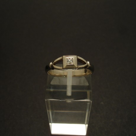 07ct-princess-diamond-9ctwhite-gold-ring-02954.jpg