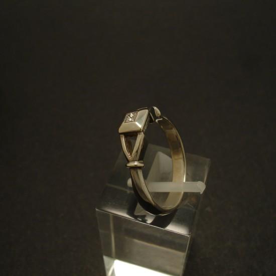 07ct-princess-diamond-9ctwhite-gold-ring-02955.jpg