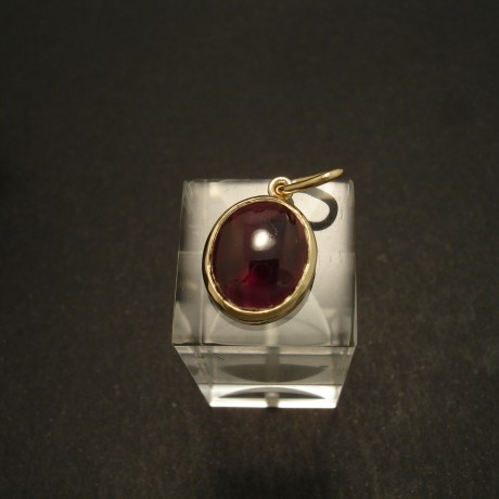 12x10mm-garnet-cabochon-simple-9ctgold-pendant-02881.jpg