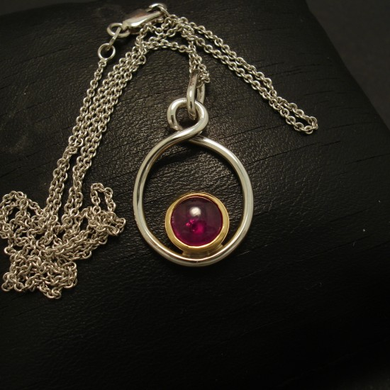 6mm-cabochon-ruby-18ctgold-hmade-pendant-02886.jpg