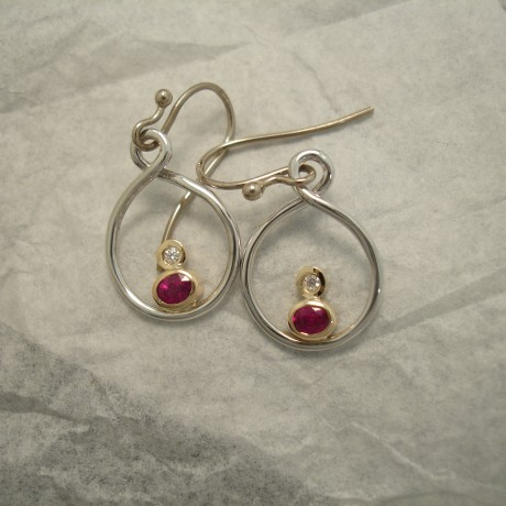 superior-clean-red-rubies-18ctgold-earrings-04068.jpg