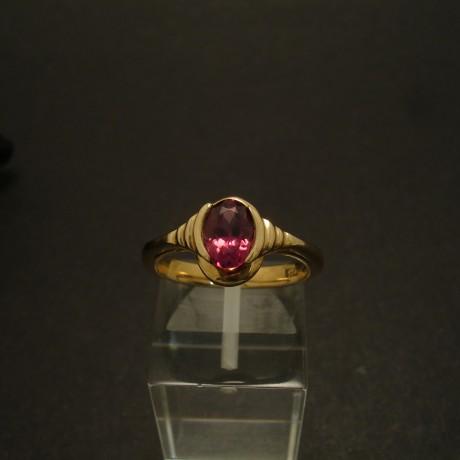 7x5mm-rhodolite-garnet-9ctgold-ring-02963.jpg