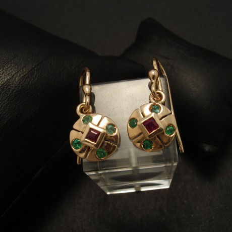 compact-ruby-emerald-9ctrose-gold-earrings-02903.jpg