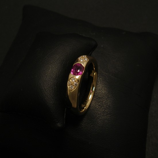 less-plain-please-18ctgold-ruby-ring-02361.jpg
