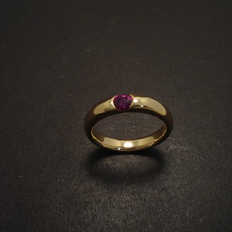 less-plain-please-18ctgold-ruby-ring-05794.jpg
