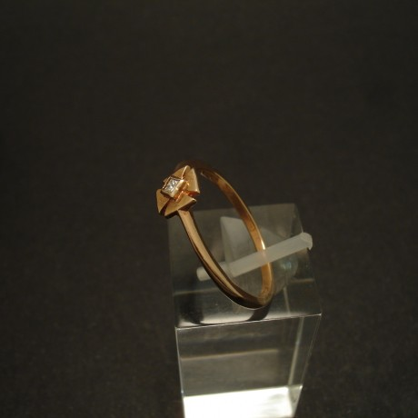 little-maltese-cross-ring-9ctrose-gold-ring-square-diamond-02957.jpg