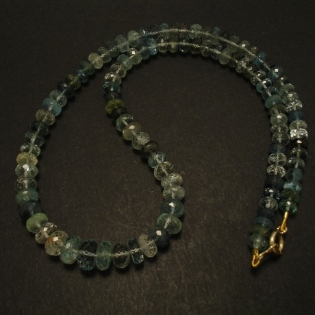 multi-facetted-aquamarine-bead-necklace-9ctgold-finish-03236.jpg