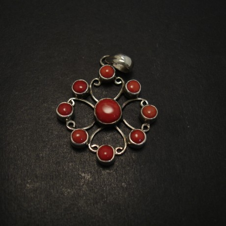 nine-reasonably-well-matched-corals-silver-pendant-07138.jpg