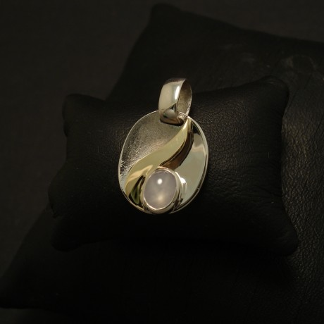 pale-grey-blue-star-sapphire-9ctwhite-gold0yellow-swirl-pendant-03122.jpg