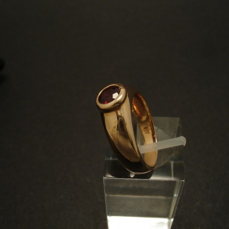 solid-domed-9ctgold-ring-5mm-garnet-02961.jpg
