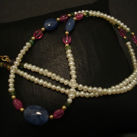 three-cabochon-sapphire-beads-pearl-pink-spinel-9ctgold-necklace-03257.jpg