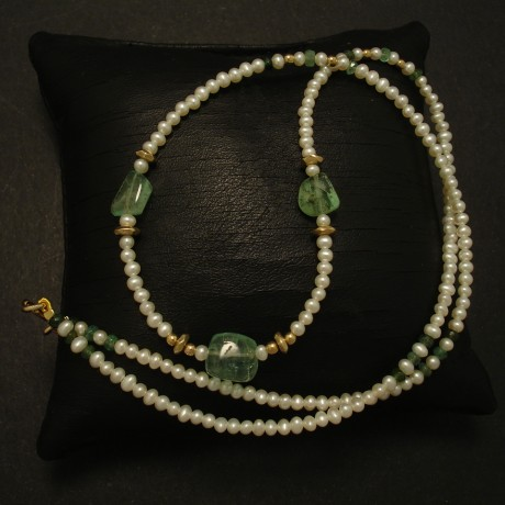 three-emerald-pebble-beads-pearl-9ctgold-necklace-03262.jpg