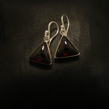 triangular-cabochon-garnets-silver-earrings-02670.jpg