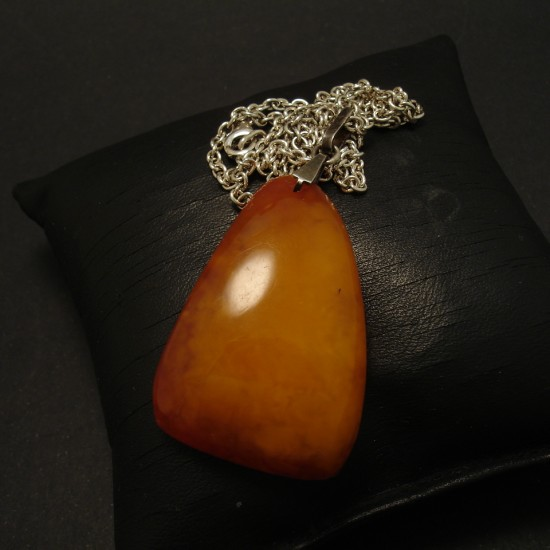 freeform-1950s-polish-butter-amber-pendant-03143.jpg