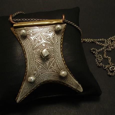 tuareg-amulet-old-tribal-pendant-03218.jpg
