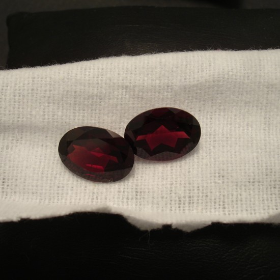 14x10mm-garnet-oval-gemstone-pair-01858.jpg