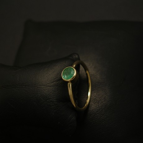 42ct-natural-emerald-simple-18ctgold-hmade-ring-03908.jpg