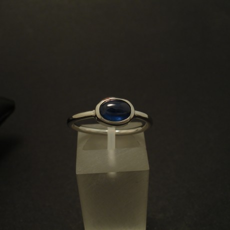 7x5mm-blue-sapphire-cabochon-9ctwhite-gold-ring-03327.jpg