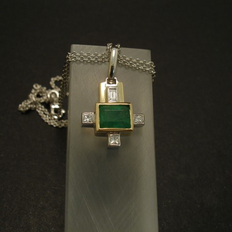 art-deco-emerald-diamond-18ctgold-pendant-03321.jpg
