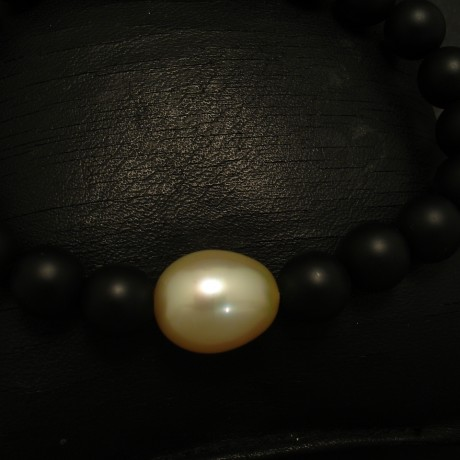baroque-south-sea-golden-pearl-black-agate-bracelet-03430.jpg