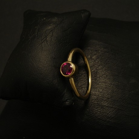 bright-red-ruby-51ct-18ctgold-hmade-ring-03402.jpg