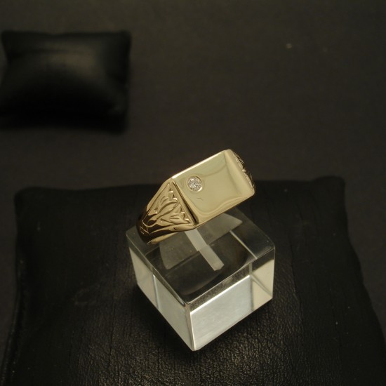 diamond-signet-ring-9ctgold-03447.jpg