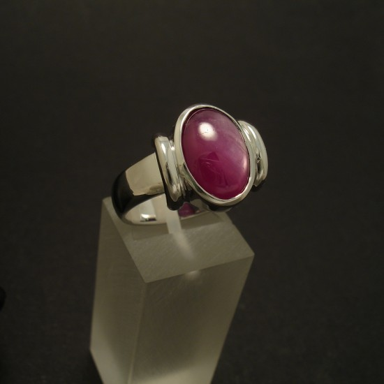 gorgeous-royal-purple-star-ruby-9ctwhite-gold-ring-03316.jpg