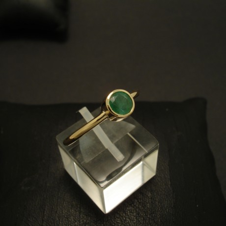 half-carat-natural-emerald-18ctgold-hmade-ring-03449.jpg