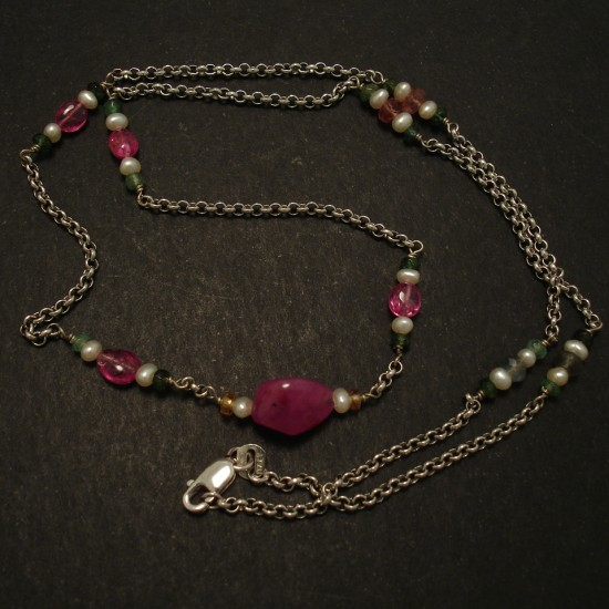 ruby-centre-pink-splinels-pearls-9ctwhite-gold-chain-03474.jpg