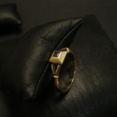 sapphire-dark-blue-australian-9ctyellow-gold-ring-03463.jpg