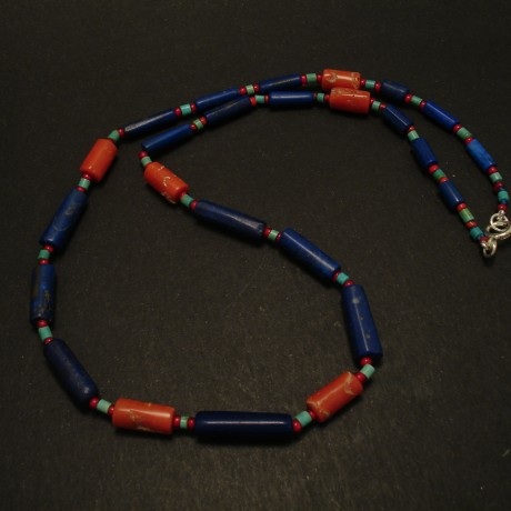 six-tubular-corals-lapis-necklace-03403.jpg