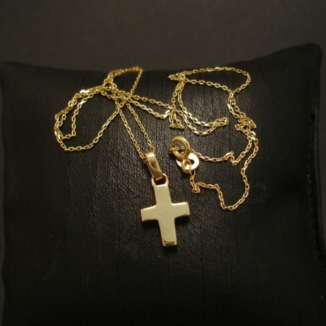 solid-chunky-9ct-yellow-gold-cross-03491.jpg