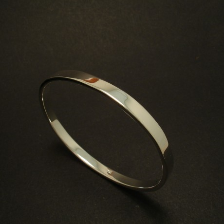 solid-rectangular-profile-silver-oval-bangle-03361.jpg