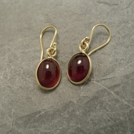 agrade-cabochon-garnets-10x8mm-9ctgold-earrings-03665.jpg