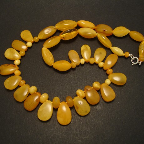 baltic-yellow-amber-necklace-1950s-handcut-03607.jpg