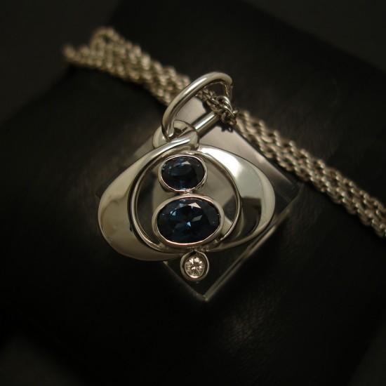 characteristic-australian-sapphires-18ctwhite-gold-pendant-03513.jpg