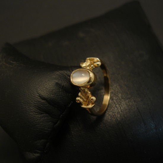 oval-7x5mm-moonstone-9ctgold-ring-03601.jpg