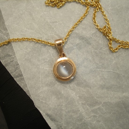 simple-classic-9ctgold-pendant-6mm-moonstone-03641.jpg