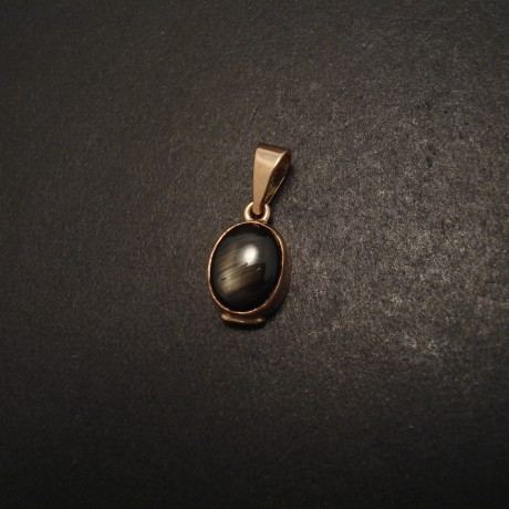 black-australian-sapphire-9ctgold-pendant-05686.jpg